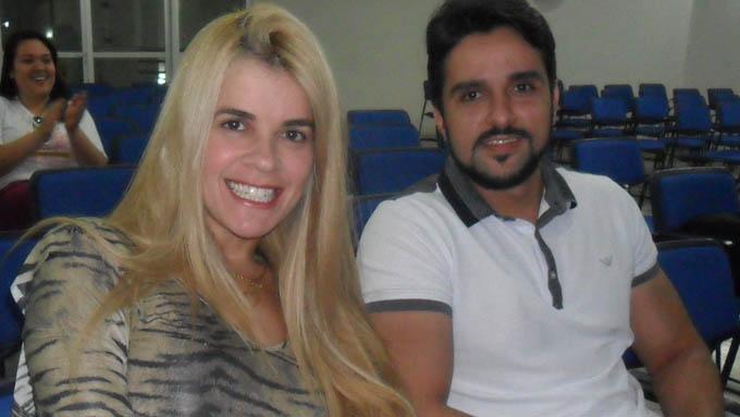 O casal Fabiane Amaral (cunhada) e Fred (irmão de Léo Magalhães) foi responsável pela produção do show