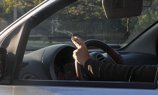 Soluções simples, como uso de café, carvão ou frutas cítricas, podem remover odores do automóvel