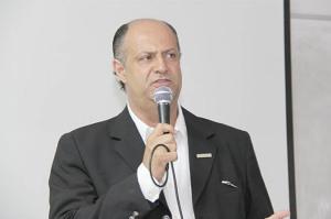 A recusa do PT em participar da Administração Getúlio Neiva também é muito benéfica para o ex-candidato petista à Prefeitura no pleito 2012, Ricardo da Emex