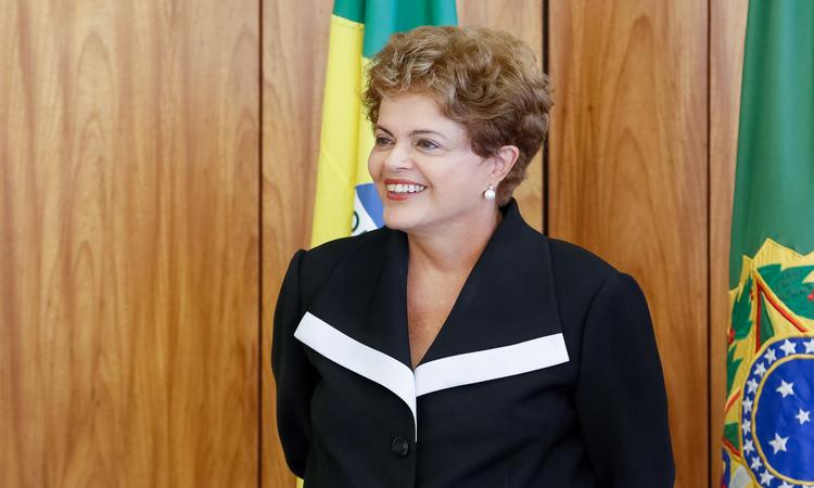 Depois de quase sessenta dias sem dar entrevistas a presidente Dilma ressurge mais magra, mais alegre, e mais ferina. Agora a culpa pela corrupção na Petrobras, segundo ela, é do FHC