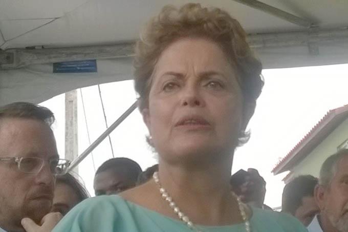 """A presidente Dilma Rousseff afirmou nesta quarta-feira (25) em Feira de Santana (BA) que o rebaixamento da nota de risco da Petrobras pela agência Moody´s é uma """"falta de conhecimento"""" do que está acontecendo na estatal. E a presidente está certa. É um falta de conhecimento porque ninguém sabe de fato o que ocorre na empresa, uma vez que a diretoria se nega a divulgar um balanço minimamente razoável"""