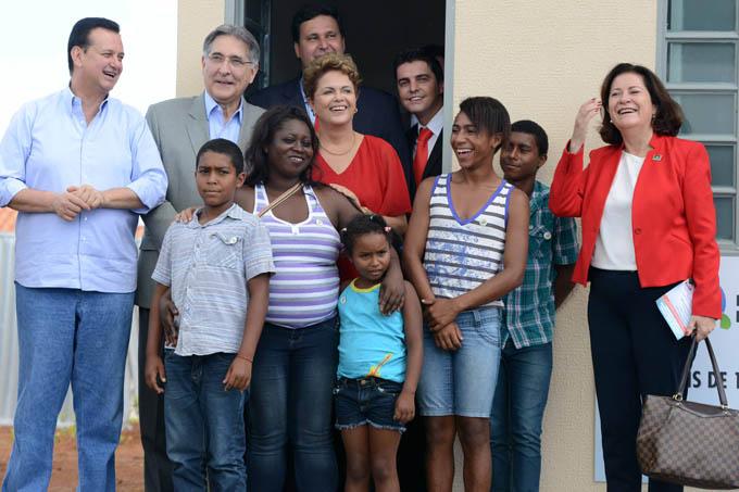 Além de Dilma e Pimentel, também compareceram à cerimônia de inauguração o ministro das Cidades, Gilberto Kassab, o ministo do Desenvolvimento Agrário, Patrus Ananias, e a presidente da CAIXA, Miriam Belchior