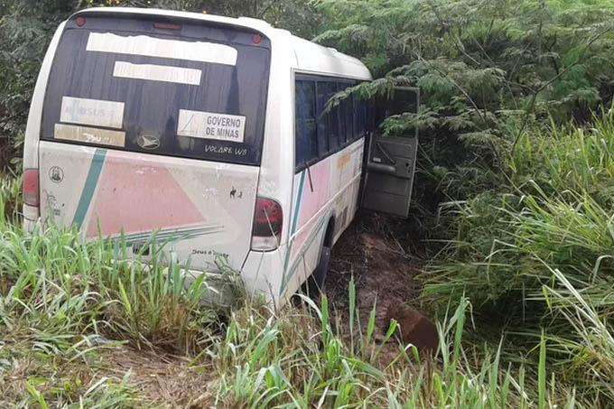 Veículo seguia para Francisco Sá no momento do acidente (Foto: Taislaine Antunes/G1)