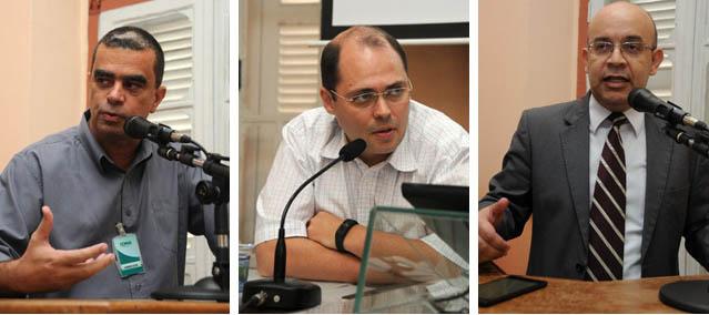 O representante da Cemig na assembleia, Wander Lister (esq), o secretário municipal de Governo Bruno Balarini (centro) e o defensor público Péricles Batista