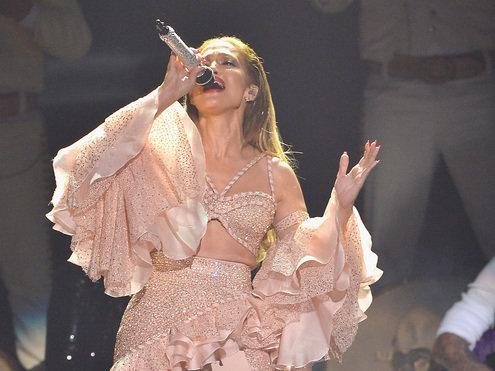Jennifer Lopez se apresenta na premiação Billboard da Música Latina 2015