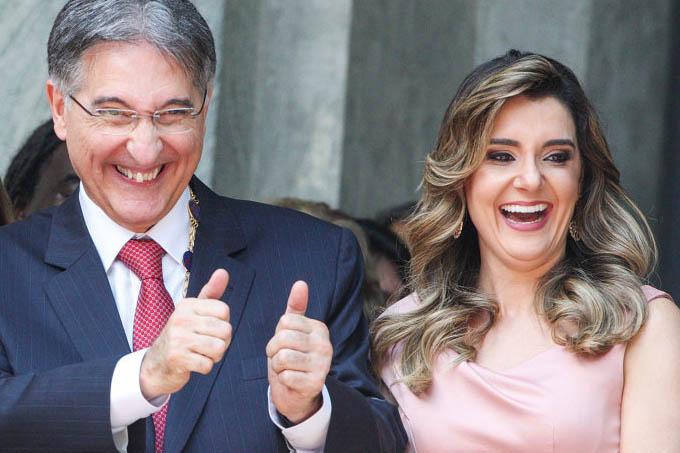 O governador mineiro Fernando Pimentel e a primeira dama Carolina de Oliveira: laços financeiros com o empresário Benedito de Oliveira(Luiz Costa/Jornal Hoje em Dia/VEJA)