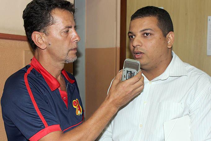 A partir das críticas proferidas pelo líder comunitário Roni Franco à Administração Municipal na Rádio 98 FM, o servidor Marco Aurélio Paulino saiu em defesa do Governo