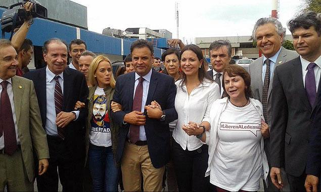 Comitiva de senadores brasileiros em visita humanitária a Caracas, na Venezuela