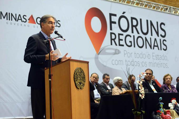 O governador Fernando Pimentel discursa durante a solenidade de instalação do Fórum Regional do Mucuri, em Teófilo Otoni (foto: Wellington Pedro | Imprensa MG)