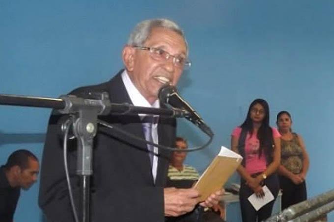 Dr. Manfredo Pereira em seu discurso de posse como novo prefeito de Almenara, no domingo (19/07)