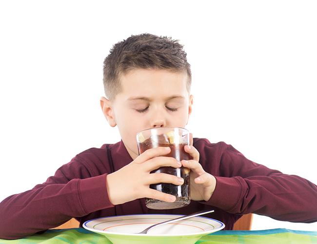 O-Refrigerante-na-alimentação-das-crianças_169635665 (1)
