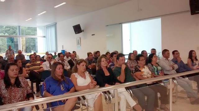 O Plenário da Câmara Municipal estava lotado de cidadãos que foram prestigiar a posse do Dr. Manfredo