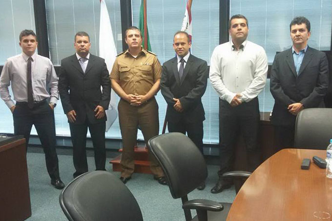 O comandante-geral da PMMG, Coronel Bianchini, entre os diretores da APNM
