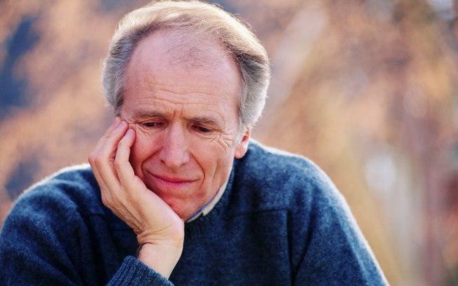 O aumento da próstata, também chamado de hiperplasia prostática benigna, acontece em quase todos os homens