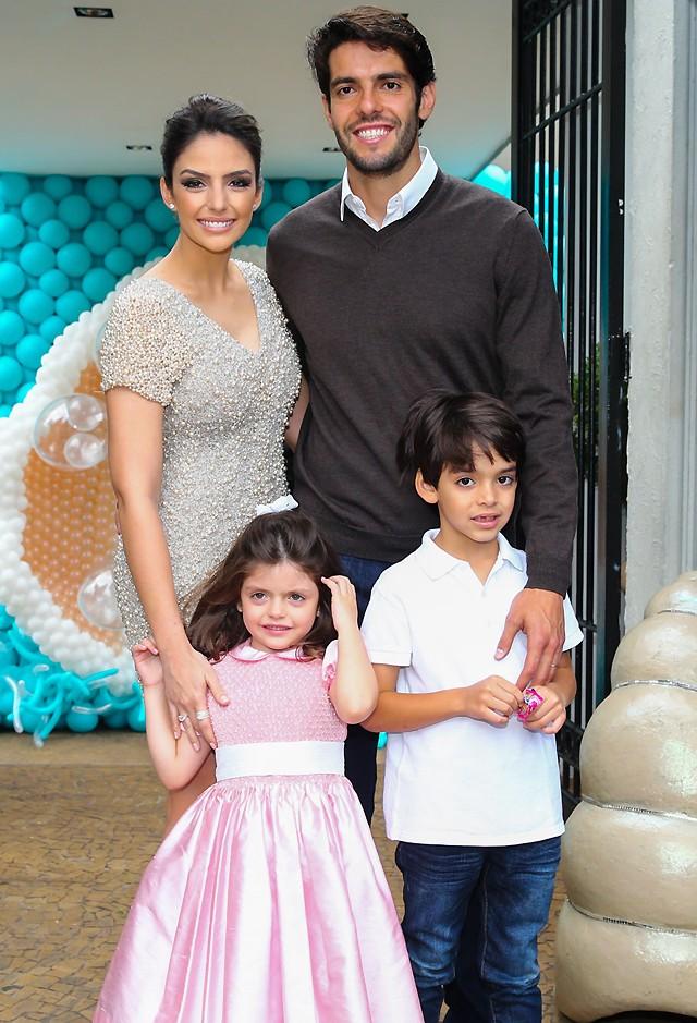 Kaká, Carol Celico e seus dois filhos