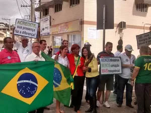 Um ator representou a presidente Dilma durante o ato (Foto: Patrícia Belo / G1)