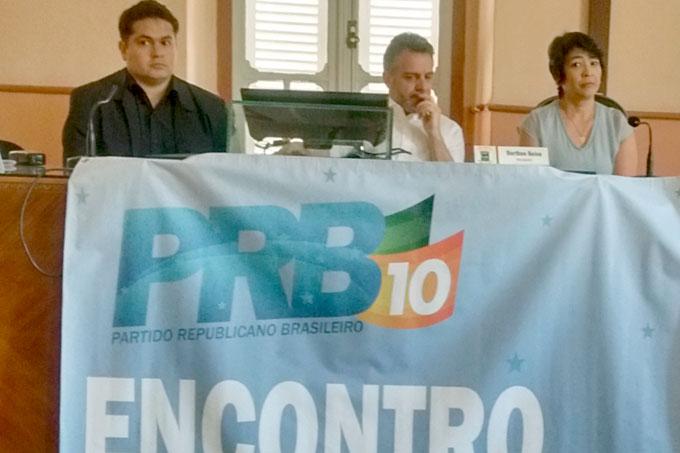 Os trabalhos do encontro regional foram coordenados pelo deputado estadual Gilberto Abramo (centro da mesa), que é presidente do PRB/MG