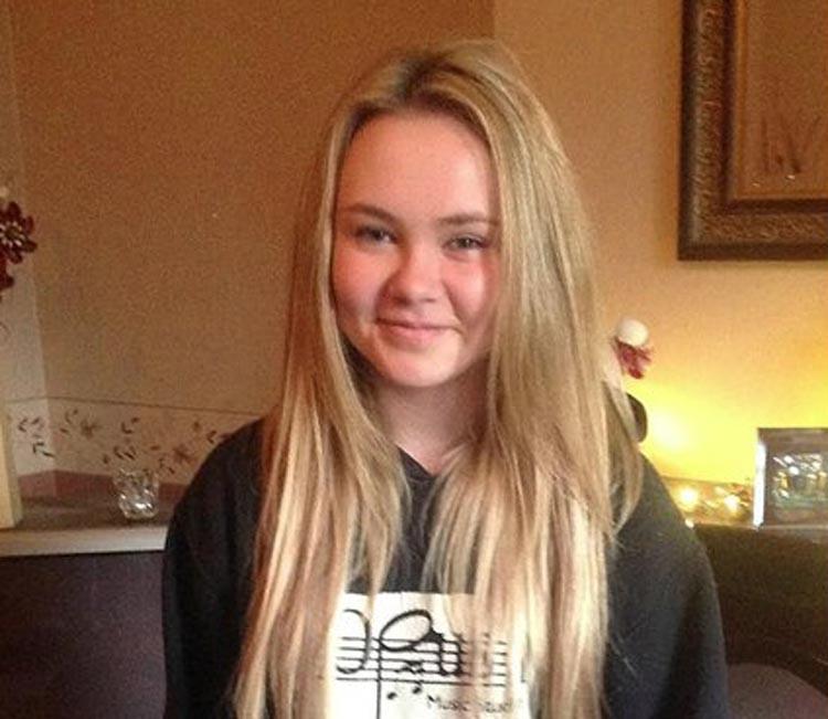 Jemma-Louise Roberts teve síndrome do choque tóxico, uma infecção bacteriana rara, porém letal