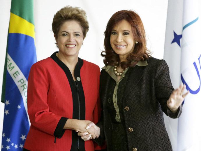 A presidente Dilma Rousseff recebe a presidente da Argentina, Cristina Kirchner, no Palácio do Itamaraty, Brasília (Wenderson Araujo/AFP)