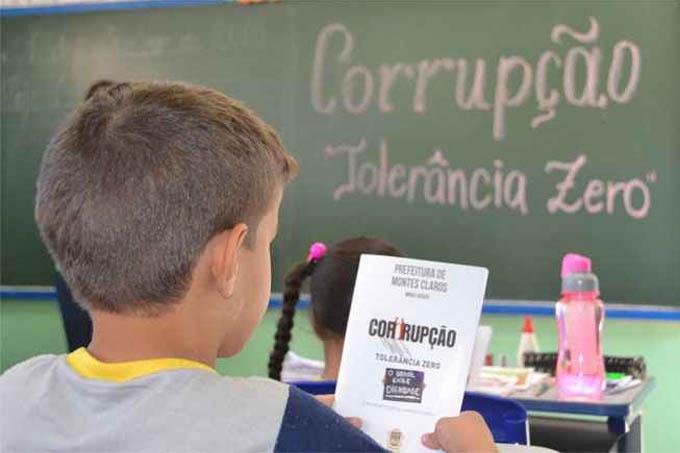 Escola Municipal Vidinha Pires, onde a cartilha foi distribuída aos alunos. Maioria desconhece o significado da palavra corrupção (foto: Luiz Ribeiro / EM / D.A Press)