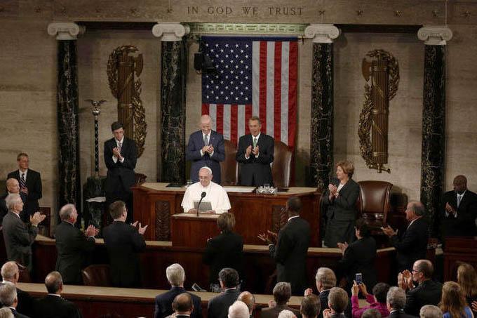 """Papa dá discurso histórico no Congresso americano: """"Sabemos que nenhuma religião está imune a formas de delírio individuais ou extremismo ideológico"""" (AFP)"""