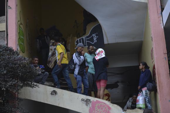 Integrantes do Movimento Resistência Popular ocupam o prédio do Hotel Torre Palace -Elza Fiuza/Agência Brasil