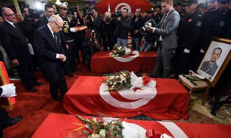 Presidente Beji Caid Essebsi participa da cerimônia de velório das vítimas (Foto: FETHI BELAID/AFP)