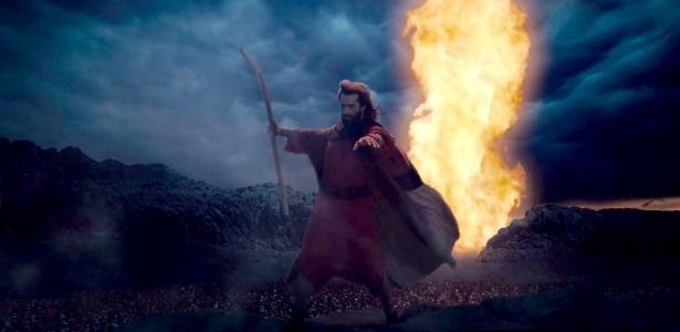 """Moisés abre o Mar Vermelho em cena de """"Os Dez Mandamentos"""""""