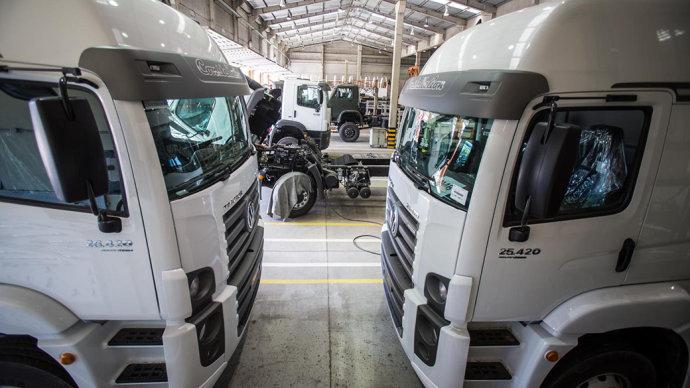 Caminhões da montadora BMB na cidade de Porto Real (RJ)(Jonne Roriz/VEJA)