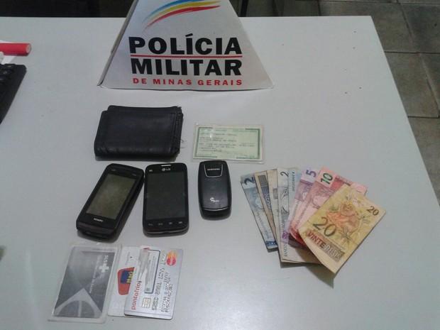 Material foi apreendido e encaminhado para delegacia de Ipatinga (Foto: Divulgação/PM)