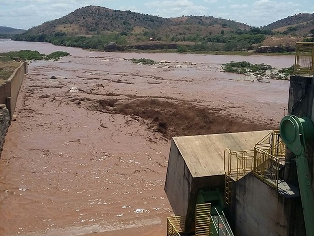 Lama atingiu Usina de Baguari, em Valadares (Foto: Ana Carolina Magalhães/Inter TV dos Vales)