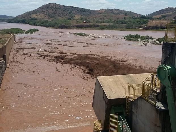 Lama atingiu a Usina de Baguari, em Valadares (Foto: Ana Carolina Magalhães/Inter TV dos Vales)