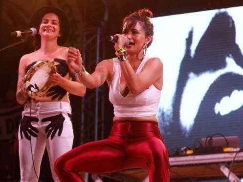 Nanda Costa sensualizou em show no Rio de Janeiro