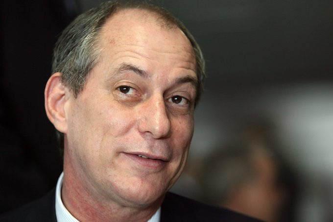 """CIRO GOMES, o grande CORONEL do Ceará, agora acusa o vice-presidente Michel Temer de ser o """"capitão do golpe"""""""