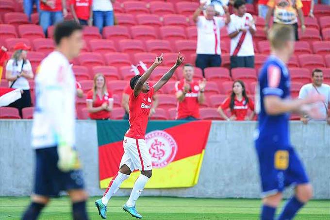 Vitinho foi o autor dos dois gols do Internacional na vitória sobre o Cruzeiro, no estádio Beira-Rio
