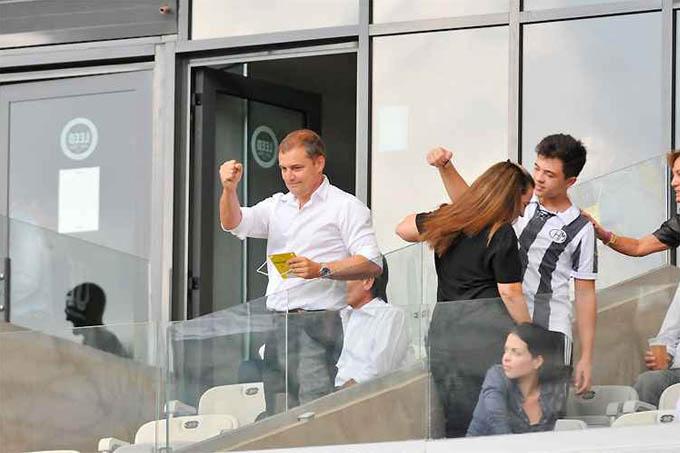 Novo técnico do Galo, o uruguaio Diego Aguirre acompanhou a vitória no Mineirão e foi saudado pela torcida