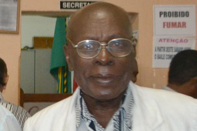 O senhor Djalma Cordeiro é presidente da União Operária Beneficente Deus União e Trabalho (foto: Paraíba)