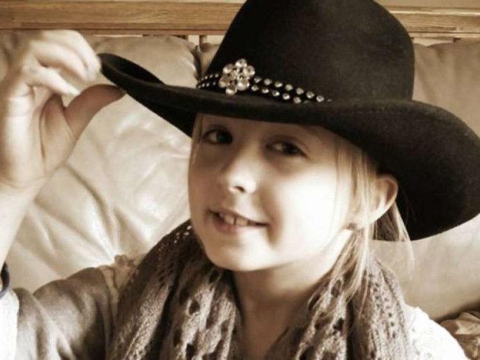 Chrissy Turner, de apenas oito anos, foi diagnosticada com um carcinoma secretor, um tipo raro de câncer de mama e terá que passar por uma mastectomia
