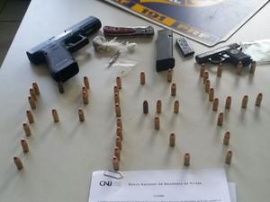 Polícia apreendeu arma, munição e cocaína - Foto: Divulgação/Polícia Rodoviária Federal