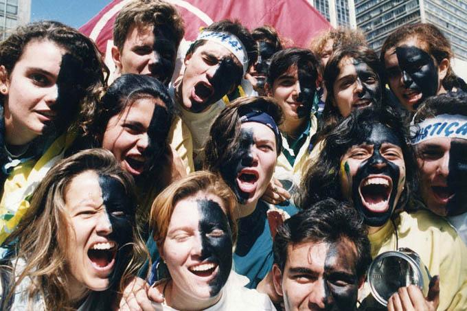 Os caras-pintadas de 1992: com a cor do luto no rosto quando Collor queria cobrir o país de verde e amarelo (Luiz Carlos Murauskas/Folhapress)