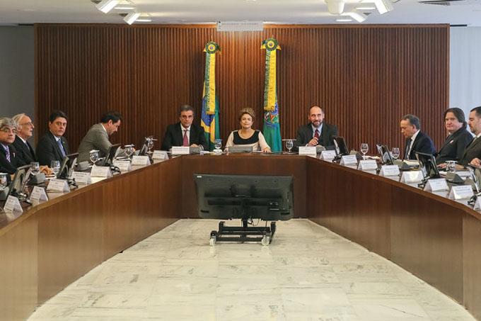 Presidente Dilma Rousseff durante reunião com juristas no Palácio do Planalto, em Brasília (Divulgação/PR)