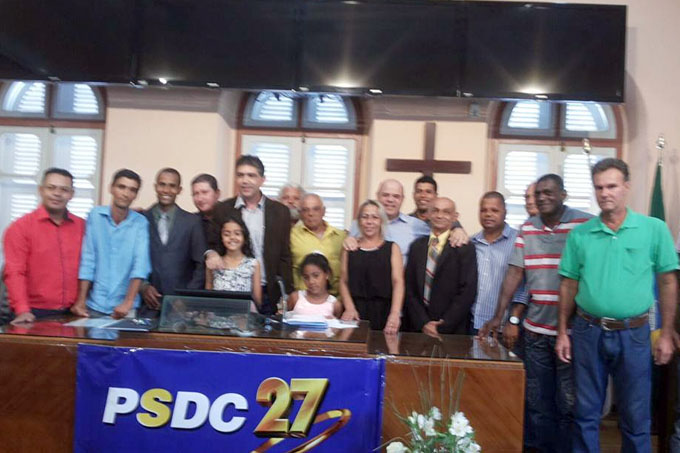 O presidente Jorge Arcanjo com alguns dos pré-candidatos a vereador pelo partido, além de amigos e correligionários que compareceram ao encontro