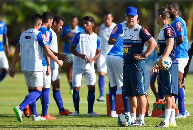 Mano Menezes deixa o Cruzeiro tendo cumprido a missão de tirar o time da ameaça do rebaixamento - Foto: Divulgação