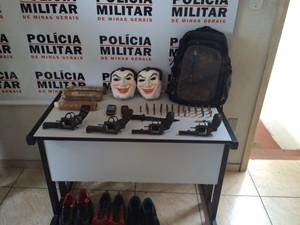 Polícia apreendeu armas, dinamites, máscaras e munições - Foto: Divulgação/Polícia Militar