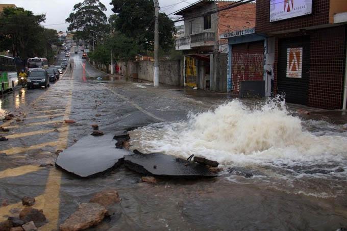Só na Região Metropolitana de BH, são cerca de 900 vazamentos por dia