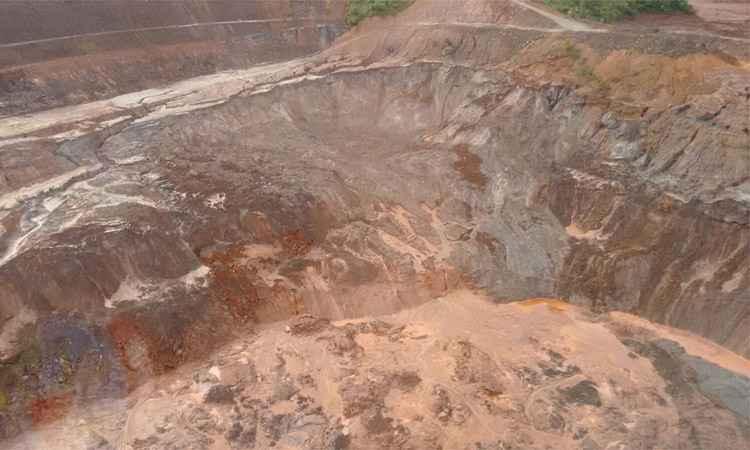 Rejeitos remanescentes da Barragem do Fundão se movimentaram na área da mineradora, qu acionou o sinal amarelo - Foto: Corpo de Bombeiros/Divulgação