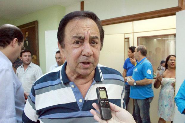 O prefeito Getúlio Neiva diz que, se não vender o prédio da ZPE, não terá dinheiro para honrar o repasse da Câmara em março