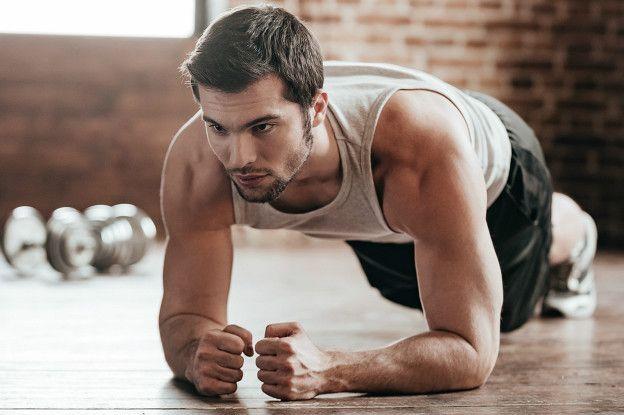 A postura da prancha é um dos exercícios em que se consegue uma maior contração isométrica da musculatura profunda abdominal