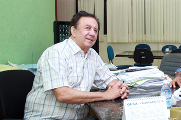 Prefeito Getúlio Neiva despacha em seu gabinete (foto: Alan Rodrigues | ASCOM PMTO)