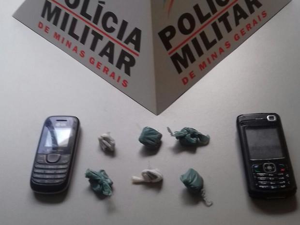 Droga foi apreendida com dois adolescentes - Foto: Divulgação / PM